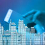 grafika - miasto, ręka, smartfon