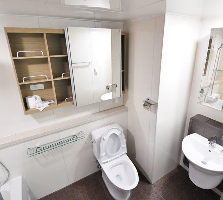 stylowa półka do łazienki
