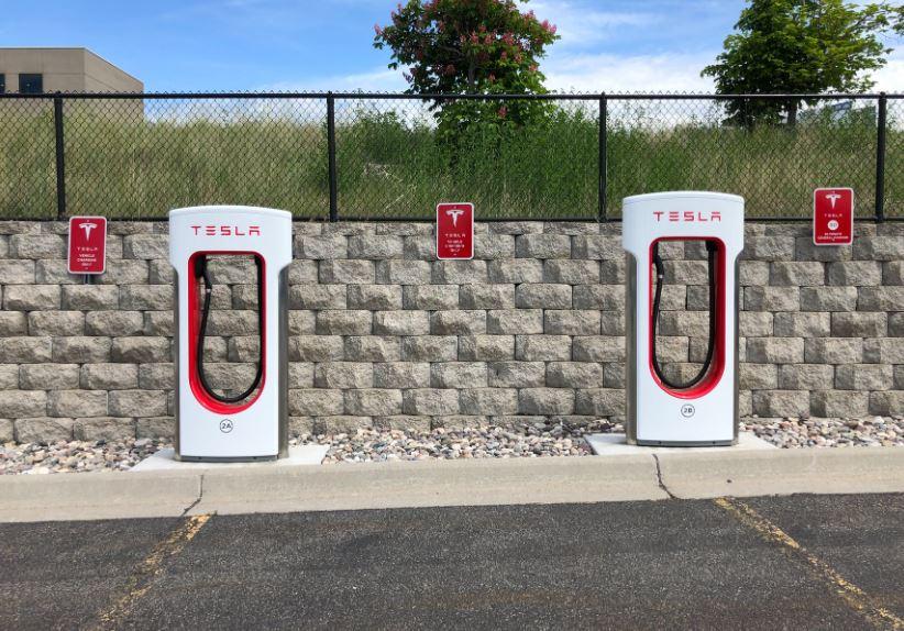Stacje ładowania samochodów elektrycznych warunkiem rozwoju niskoemisyjnego transportu.